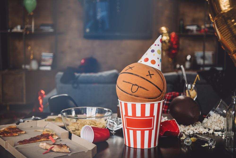 Basket Ball in pop Corn Tub